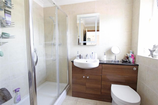 Ensuite of Fen Road, Pointon, Sleaford NG34