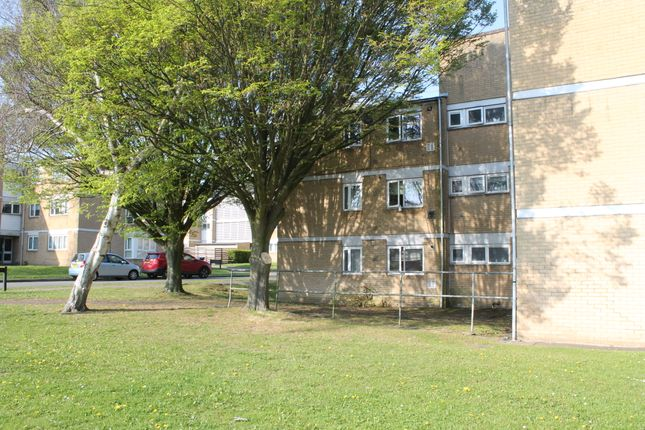 Thumbnail Flat for sale in Deacons Close, Pinner