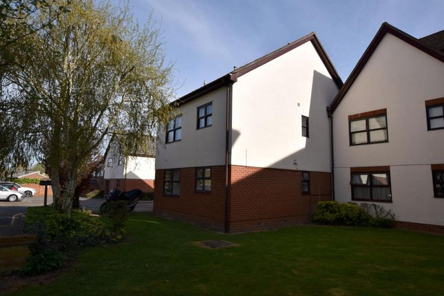 Thumbnail Flat for sale in Templemead, Witham