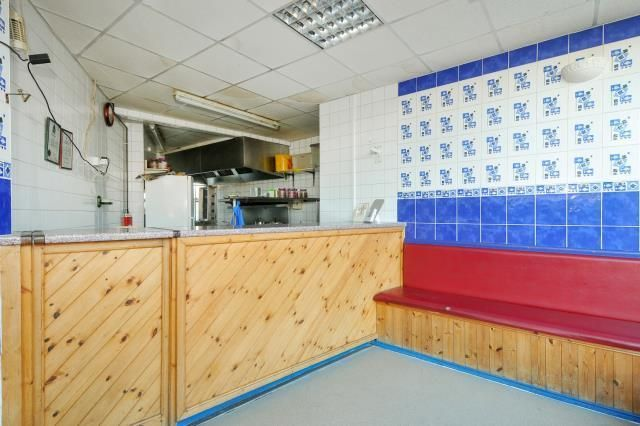 Thumbnail Restaurant/cafe for sale in Park Crescent, Llandrindod Wells