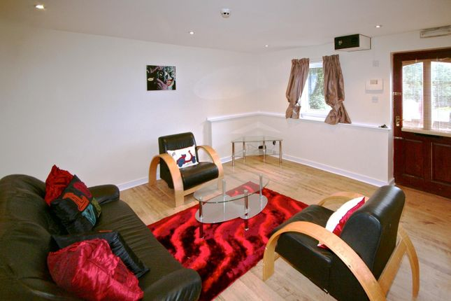 Thumbnail Flat to rent in Flat 1, 250 Vinery Road, Burley