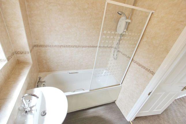 Bathroom of Hamilton Close, Prestwich, Manchester M25