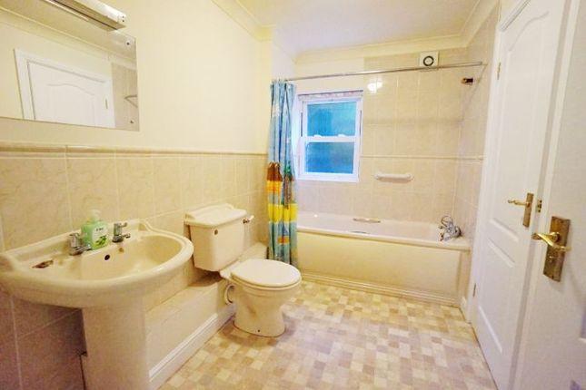 Bathroom of Glen Road, Paignton TQ3