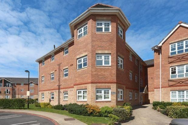Thumbnail Flat to rent in Hampton Court Way, Widnes