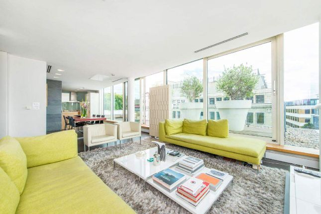 Thumbnail Flat for sale in Brewery Square, London