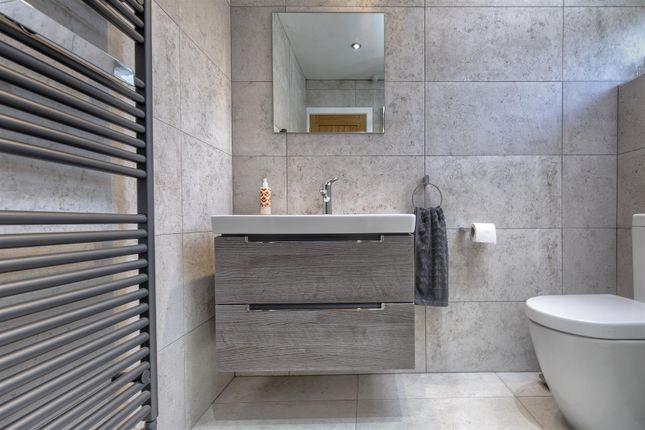 Master En-Suite of Burn Road, Birchencliffe, Huddersfield HD2