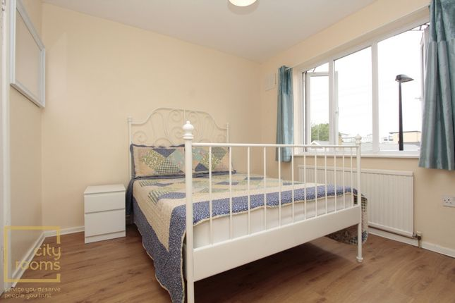 Thumbnail Shared accommodation to rent in Grundy Street, Poplar
