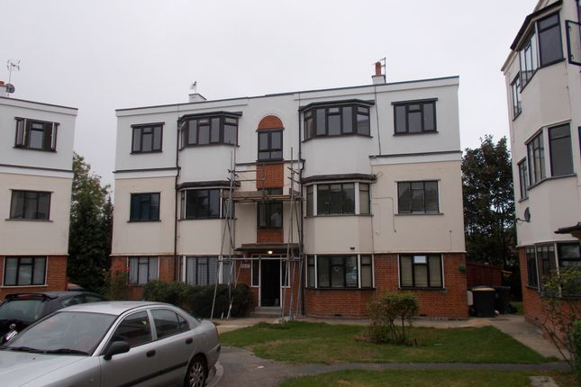 Thumbnail Flat to rent in York Crescent, Loughton