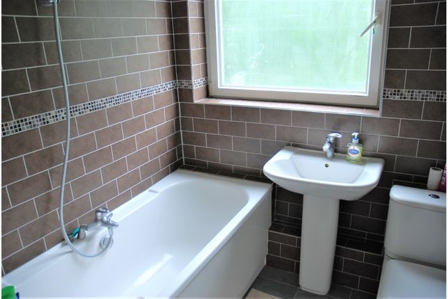 Bathroom of Garland Close, Hemel Hempstead HP2