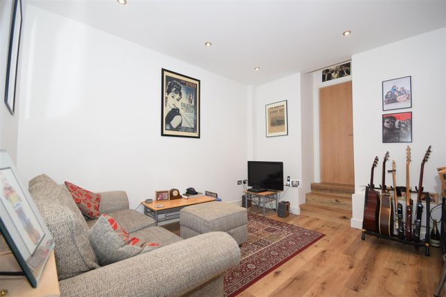 Thumbnail Flat for sale in Radnor Road, Twickenham