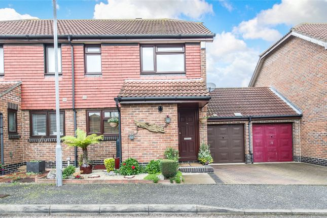 Picture No. 15 of Peal Close, Hoo, Kent ME3