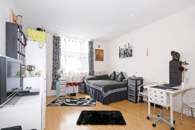Thumbnail Studio to rent in Bromyard Avenue, London