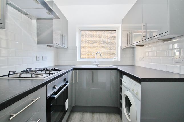 Thumbnail Flat to rent in Chigwell Road, Woodford Green