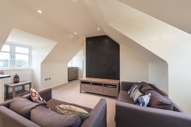 2 bed flat to rent in Parkwood Flats, Oakleigh Road North, London N20