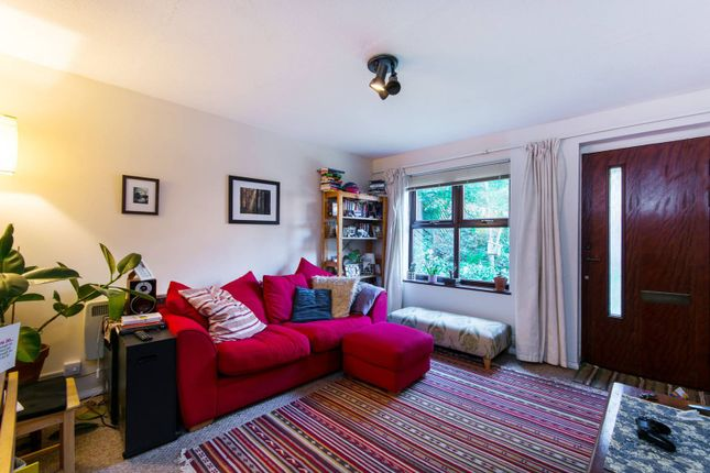 Thumbnail Flat to rent in Grovelands Close, Denmark Hill
