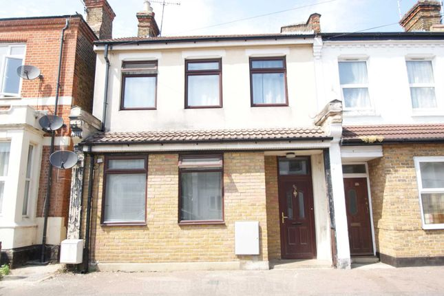 Thumbnail Shared accommodation to rent in Queens Road, Southend-On-Sea