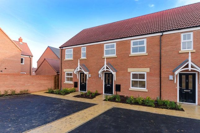 3 bed terraced house for sale in Clover Gardens, Newark, Notts
