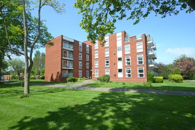 Thumbnail Flat to rent in 5 Riverine, Grosvenor Drive, Maidenhead