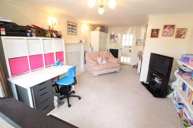 Sitting Room of Chanterlands Avenue, Hull HU5