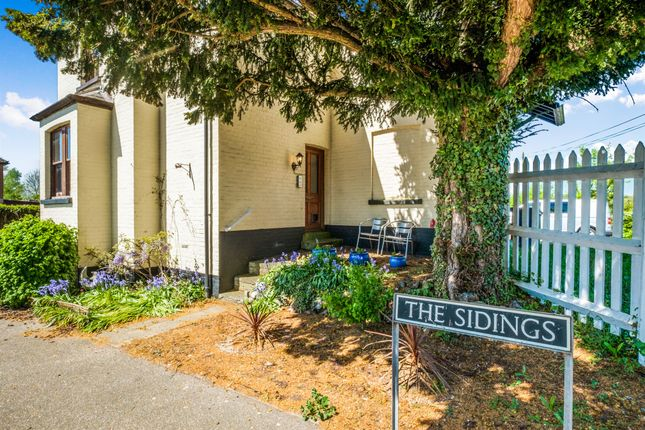 Thumbnail Flat for sale in The Sidings, Earsham, Bungay