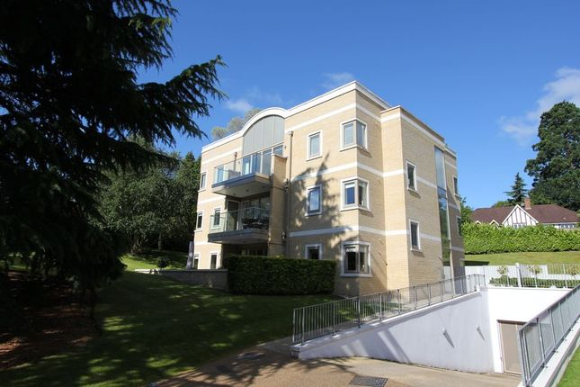 Thumbnail Flat to rent in South Park View, Gerrards Cross