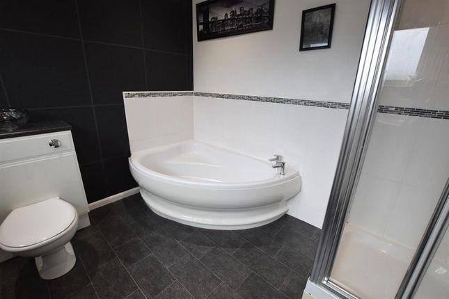 Family Bathroom of Charterhouse Drive, Scunthorpe DN16