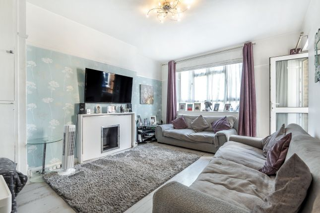Flat for sale in Fulham Road, London