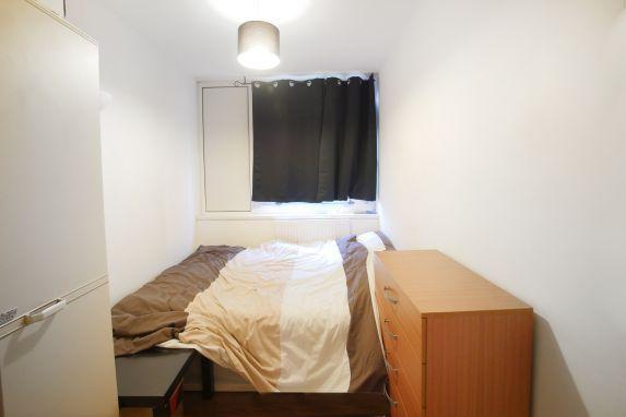 Thumbnail Flat to rent in Chapman Street, London
