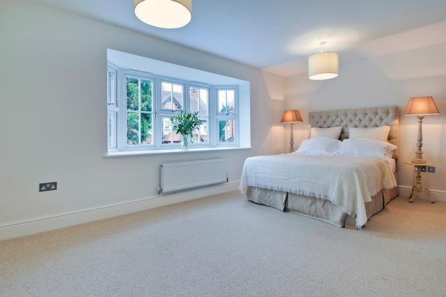 Detached house to rent in Heathside Park Road, Woking
