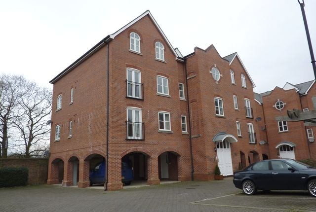 2 bed flat to rent in Quayside Walk, Marchwood