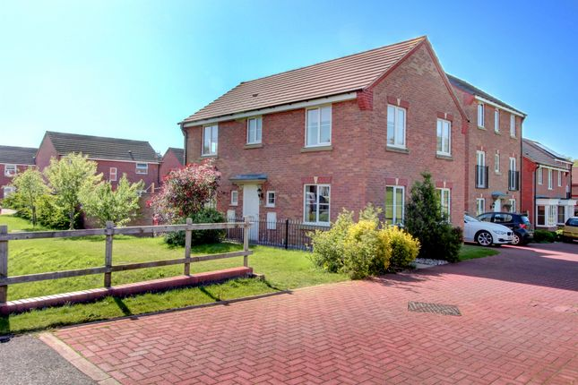 4 bed detached house for sale in Thruxton Place, Rugby