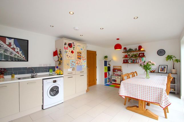 Dining Kitchen of Howards Court, Kirby Muxloe, Leicester LE9