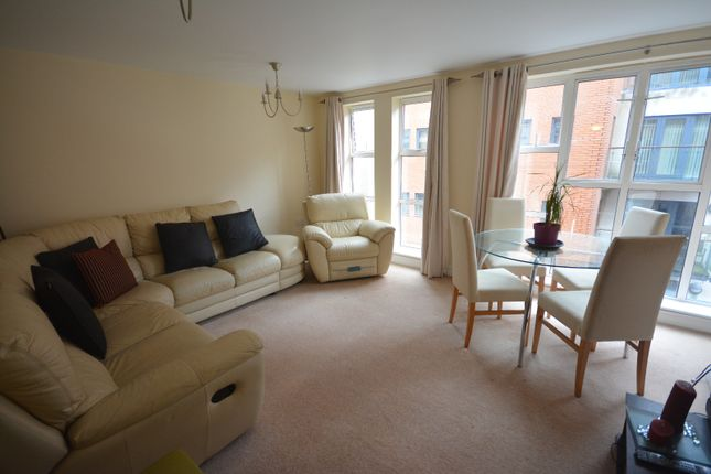 2 bed flat to rent in 15 Lower Canal Walk, City Centre, Southampton