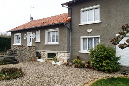 Properties for sale in sillars lussac les ch teaux for Garage lussac les chateaux