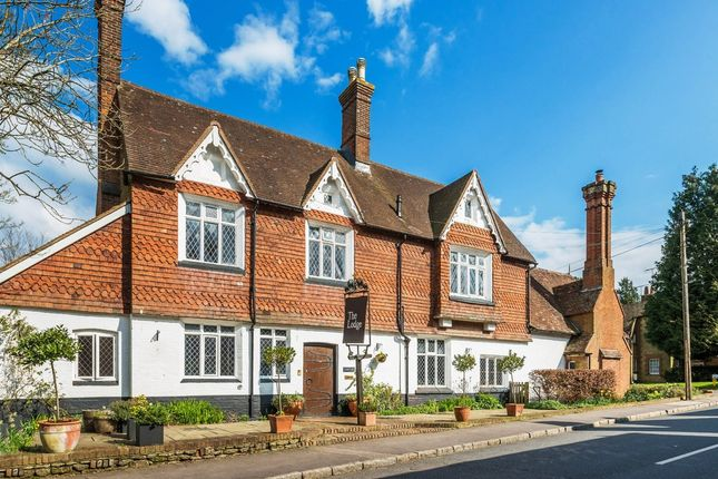Thumbnail Flat for sale in High Street, Limpsfield, Oxted