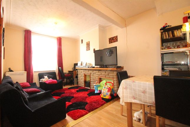 Thumbnail Terraced house for sale in Glendish Road, London