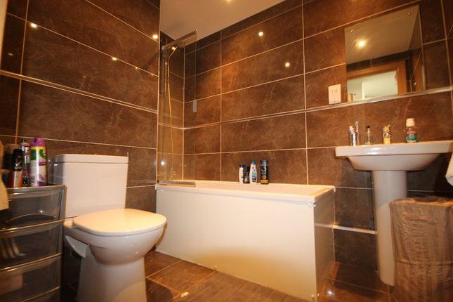 Bathroom of Marlborough Street, Liverpool L3