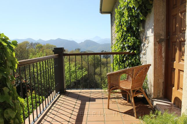 Upper Terrace With Mountain Views