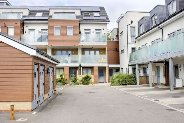 Thumbnail Flat for sale in Cromie Close, Palmers Green