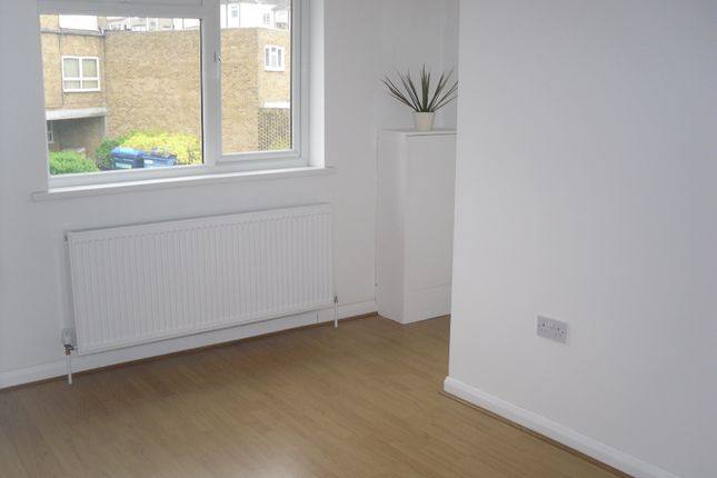 Thumbnail Flat to rent in Swingate Lane, Plumstead