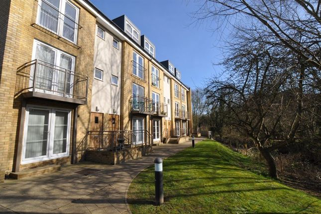 Thumbnail Flat to rent in Grove Road, Hitchin