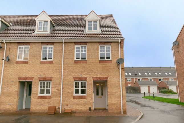 Thumbnail Town house to rent in Curbar Close, Mansfield