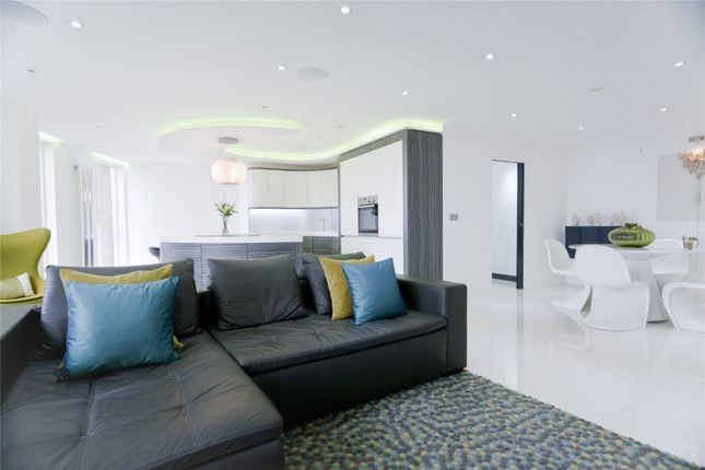 Thumbnail Flat for sale in Candle House, Granary Wharf, 1 Wharf Approach, Leeds, West Yorkshire