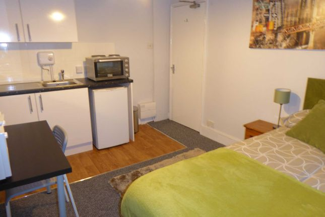 Studio to rent in Carey Street, Reading RG1