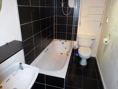 Bathroom of South Street, Greenock PA16