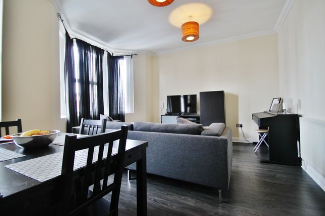 Thumbnail Flat to rent in Snakes Lane East, Woodford Green