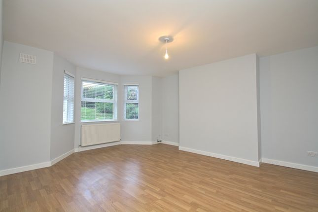 Thumbnail Flat to rent in Oakfield Road, London
