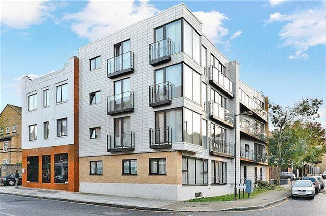 Thumbnail Flat to rent in Deptford Ferry Road, London