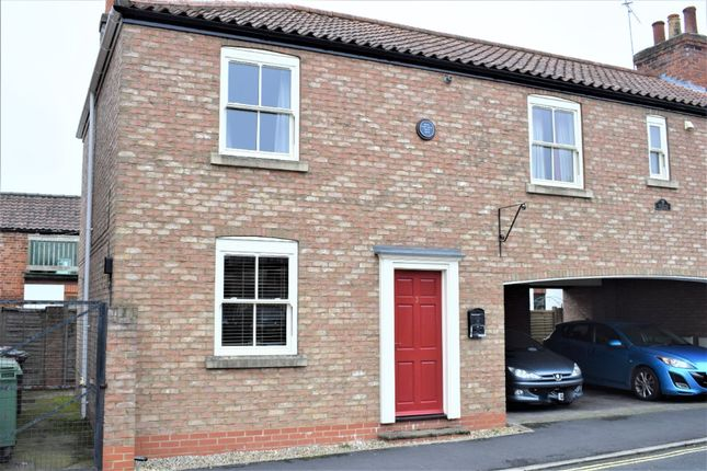 2 bed terraced house to rent in Cross Street, Brigg DN20