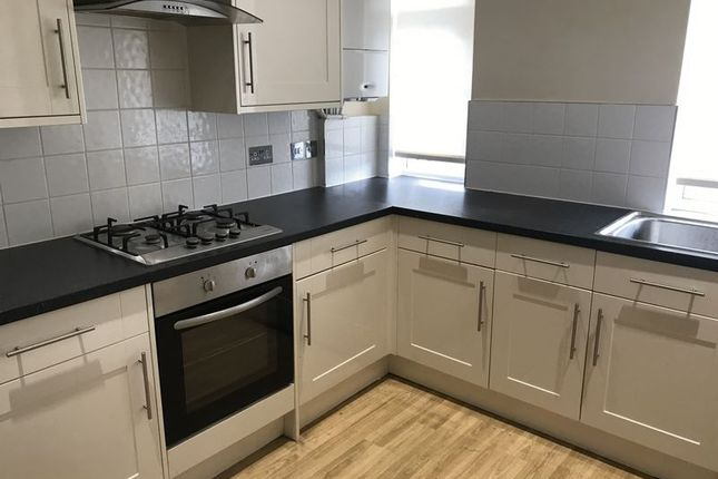 Thumbnail Flat to rent in High Street, Carshalton